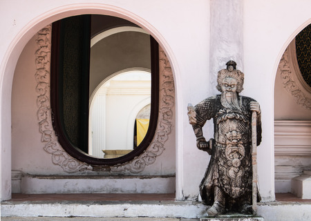 nakhon pathom: Arch and Chinese statue at Wat Phra Pathom Chedi in Nakhon Pathom, Thailand.