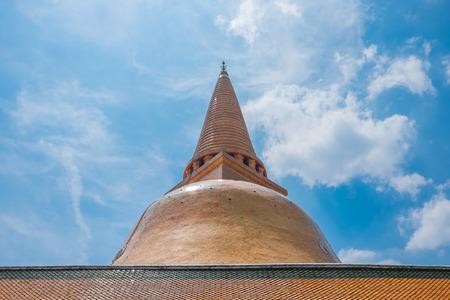 nakhon pathom: Great stupa named Phra Pathom Chedi at Wat Phra Pathom Chedi the important attraction in Nakhon Pathom Province Thailand.