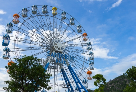 HUA HIN, THAILAND- JUL 1, 2013: Ferris wheel on the blue sky on Jul 1, 2013 Hua Hin, Thailand at Santorini park is famous attraction in Hua Hin Editorial