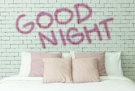 buonanotte: Parola buona notte in bianco muro di mattoni di fondo
