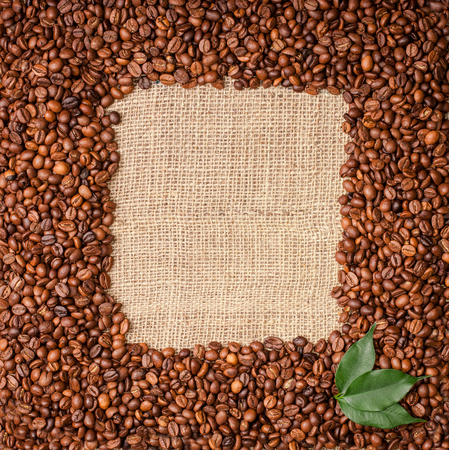 Fotoframe of coffee beans on sackcloth background
