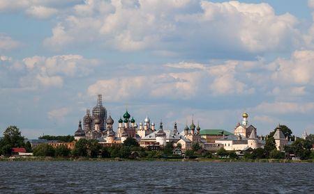 reverential: Vista dal Lago Nero al Cremlino. Rostov Velikij. Russia.  Archivio Fotografico