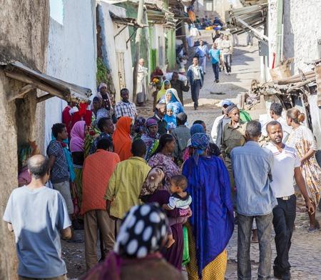 daily routine: Harar, Etiop�a - 23 de diciembre 2013 La gente no identificada de la antigua ciudad amurallada de Jugol en sus actividades diarias de rutina que casi sin cambios en m�s de 400 a�os