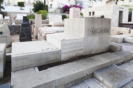 yaffo: TEL AVIV, ISRAEL - OCTOBER 21, 2014: Bialik and his familys graves in Trumpeldor Cemetery. Editorial