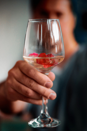 Man Ofering Glass of Wine close up hand glass in focus Standard-Bild - 108679215