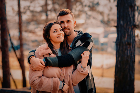 Young Beautiful Couple heaving fun outdoors at park in nature. Nice atmosphere with full of love. Standard-Bild - 116002457