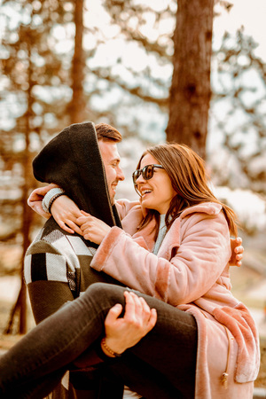 Young Beautiful Couple heaving fun outdoors at park in nature. Nice atmosphere with full of love. Standard-Bild - 116002702