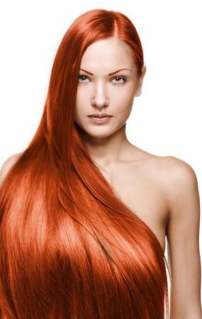 아름다운 긴 갈색 건강 반짝 머리를 가진 아름 다운 소녀