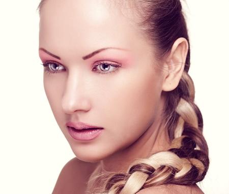ojos azules: closeup retrato de una mujer hermosa con maquillaje de la manera Foto de archivo