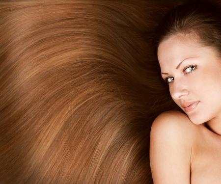 lussureggiante: Closeup ritratto di una bella giovane donna con elegante lunghi lucidi capelli, acconciatura concetto Archivio Fotografico