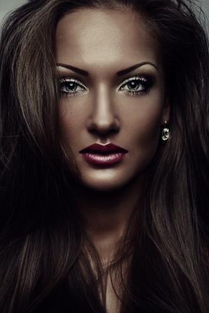 mooie vrouw, met glamour make-up, een perfecte huid, fashion model
