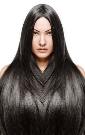portret van een mooie jonge vrouw met een elegante lang glanzend haar, kapsel, geïsoleerd op witte achtergrond