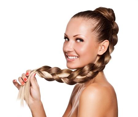 giovane e bella donna con i capelli lunghi di colore misto, acconciatura treccia Archivio Fotografico - 15725772