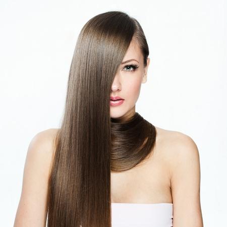 cabello lacio: Mujer hermosa con el pelo largo, el modelo de belleza de la mujer, la cara limpia la piel, maquillaje glamour