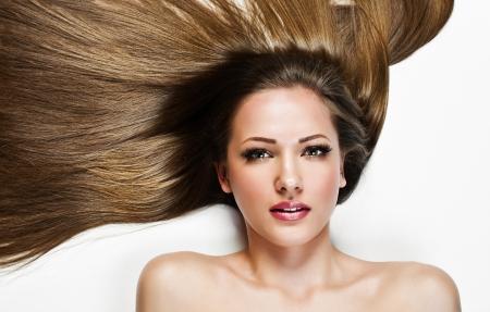 capelli lisci: Bella donna con capelli lunghi, bellezza donna modello, faccia la pelle pulita, trucco glamour