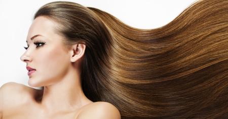 capelli lunghi: Bella Ragazza Bruna. Capelli lunghi sani. Bellezza donna modello. Acconciatura. Donna Spa