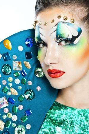maquillaje de fantasia: Muchacha Hermosa. Glamour Maquillaje. Fantasy Make up. Fashion Model. Aislado en blanco. Glamour Style.