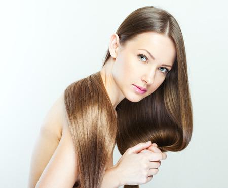 capelli dritti: Bella donna con lunghi sani capelli Archivio Fotografico