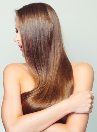 black hair: Mujer hermosa con el pelo largo saludable Foto de archivo