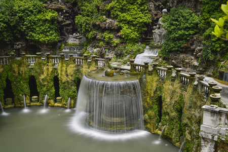 Waterval In Tuin : Waterval in uw tuin youtube