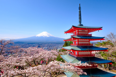 Mt. Fuji with red pagoda in autumn, Fujiyoshida, Japan 版權商用圖片