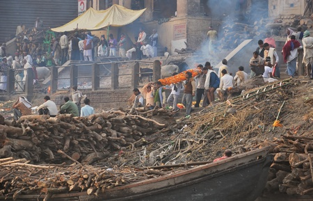corpses: INDIA, Varanasi - NOVEMBER 24, 2009 - Indian burial consisting of burned corpses and throwing them to the waters of the Ganges