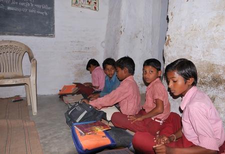 khajuraho: Khajuraho, India - 27 de noviembre de 2009 - t�pica de la escuela en la India Editorial