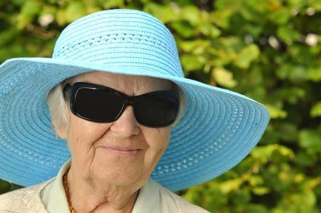 funny glasses: Senior woman in hat.