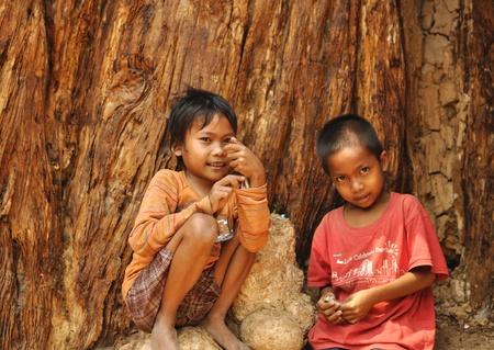 siem reap: Children in Camdobia.