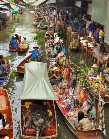 Floating markets in Damnoen Saduak, Thailand.