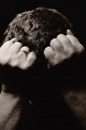 avergonzado: Hombre desesperado