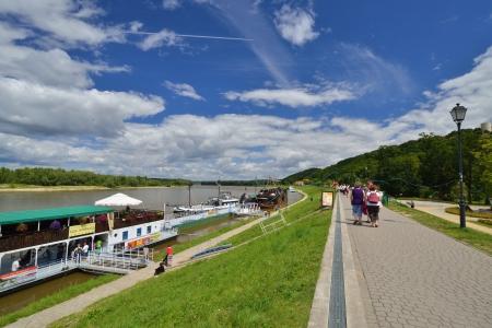 kuzmir: KAZIMIERZ DOLNY, POLAND - JULY 20  Promenade on the Vistula River on July 20, 2013 in Kazimierz Dolny, Poland  Kaziemierz Dolny is one of the most famous tourist destinations in Poland  Editorial