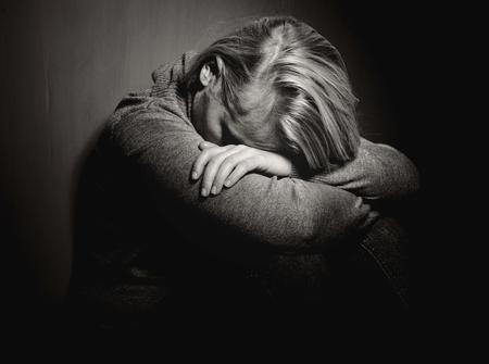 caras tristes: Mujer triste.