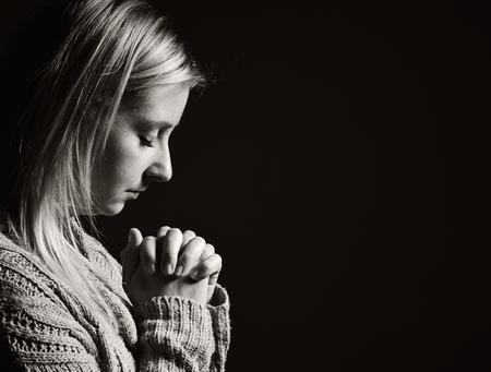 Praying woman. Standard-Bild