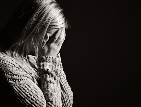 orando: Mujer de rogaci�n. Foto de archivo