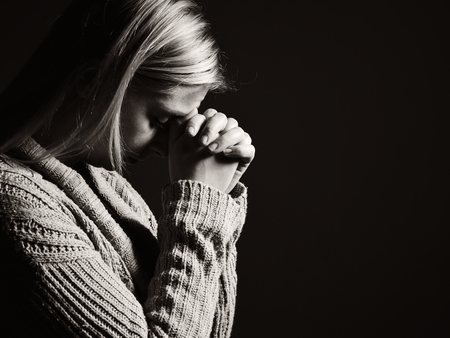 Praying woman. Banque d'images