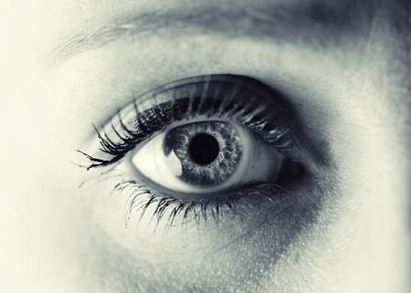 Vrouwen oog. Monochroom. Stockfoto