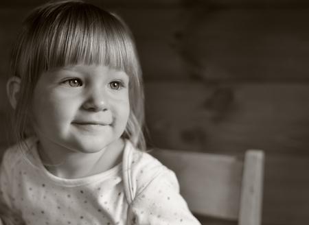bebes niñas: Niña en tonos sepia.