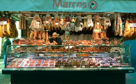 la: BARCELONA, SPAIN - NOVEMBER 11, 2016: The largest fresh food market in Barcelona. The first mention dates from 1217.