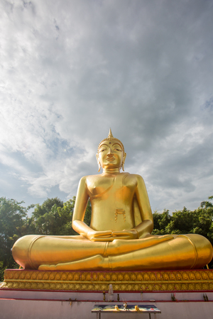 Buddha statues, large golden yellow. Against a backdrop of bright Stock Photo