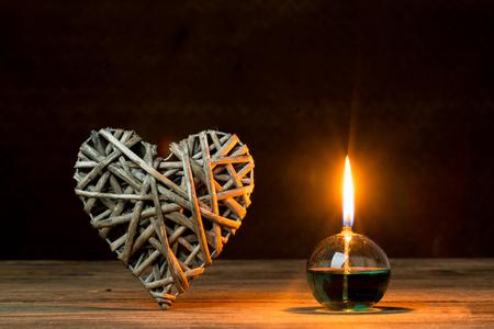 silhouette fleur: lanterne romantique sur les feux arrière-plan, le concept de l'amour