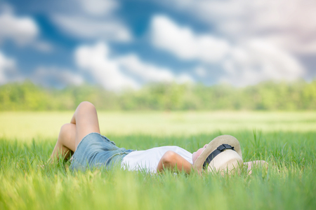 woman relaxing on green grass Stockfoto
