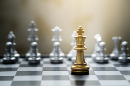 King chess game on chessboard with black background. Business and teamwork concept Stockfoto