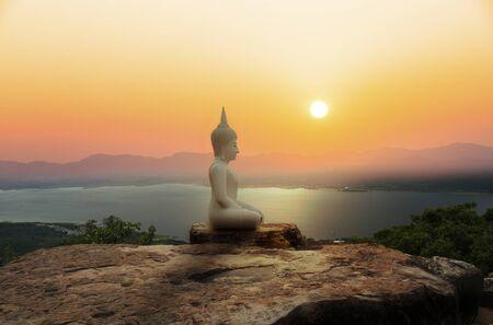 Buddha statue on mountain with sunset or sunrise background Stockfoto - 126578287