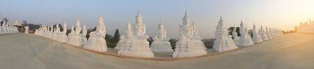 white buddha statue row with sunlight Stockfoto - 126578306