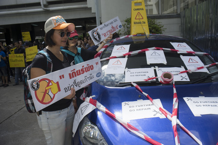 mob: Bangkok, Thailand : August 31, 2016 - fords car user in thailand get a flash mob at prime ministers office to call for justice about gear problem in ford car,Bangkok Thailand Editorial