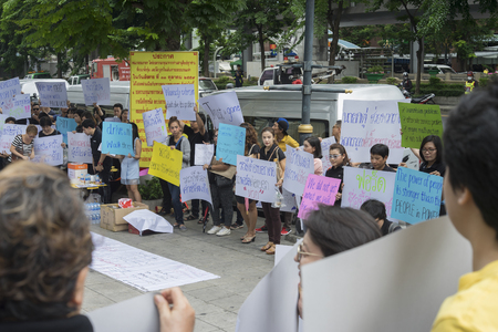 demonstrator: Bangkok, Thailand : september 26, 2016 - fords car user get a flash mob at Ford Motor Company, Thailand at Sathorn Square office tower to call for justice about gear problem in ford fiesta car,Deception customer of by ford thailand conpany