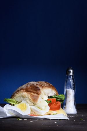 mayonesa: Gourmet Tasty egg Burger with tomatoes, mayonnaise and salad on a Wooden table. Copy space. Foto de archivo