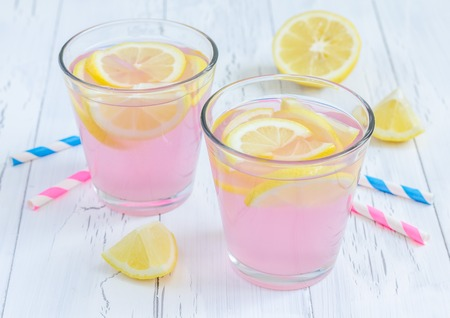 yellow to drink: Pink lemonade with fresh lemons