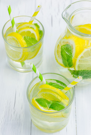 yellow to drink: Homemade lemonade with fresh lemon and mint